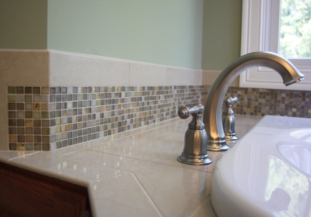 glass-mosaic-backsplash
