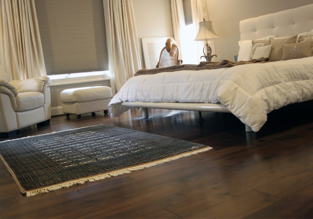 hardwood-bedroom